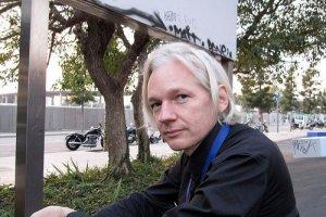 Julian Assange n'a pas obtempéré à une convocation de la Police britannique