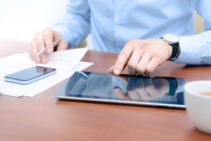 Les smartphones et les tablettes sauvent le marché high tech de la morosité