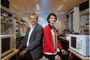 Des chercheurs de l'EPFL démultiplient les données sur fibre optique