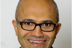Satya Nadella devient CEO de Microsoft, Bill Gates quitte la présidence