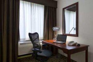 Des cadres espionnés sur le WiFi des grands hôtels