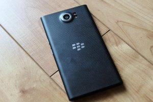 Baroud d'honneur pour BlackBerry avec 2 mobiles milieu de gamme