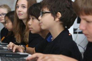 Avec Supercodeurs, Orange initie les enfants au code