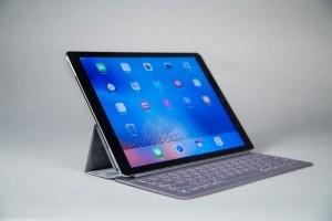 Les 2-en-1 supplantent les tablettes dans les entreprises