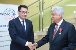Le président de Wipro Azim Premj décoré de la Légion d'Honneur
