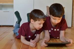 #CodezChezVous permet aux enfants confinés de coder à la maison