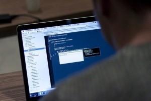 Les développeurs gardent un oeil sur l'emploi IT