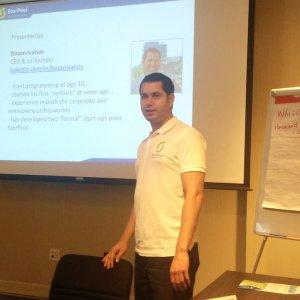 Boyan Ivanov, CEO de la start-up StorPool lors de la présentation de sa solution à Cupertino.