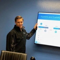 Brett Davis, exécutif vice-président chez iXsystems, nous a retracé les origines de FreeNAS. (Crédit S.L.)