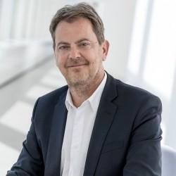 C/4HANA se distingue aussi, selon François Massemin (, vice president of SAP Customer Experience France chez SAP), par son prix avec une entrée de gamme 40 % moins chère que celle du leader.
