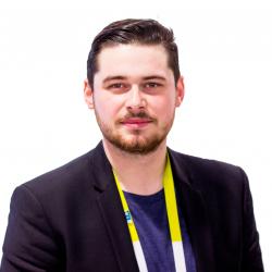 En sus des nombreuses fonctionnalités, Thomas Ciezar pointe la flexibilité et l'adaptabilité de l'offre Zoho CRM grâce aux API et à la place de marché.